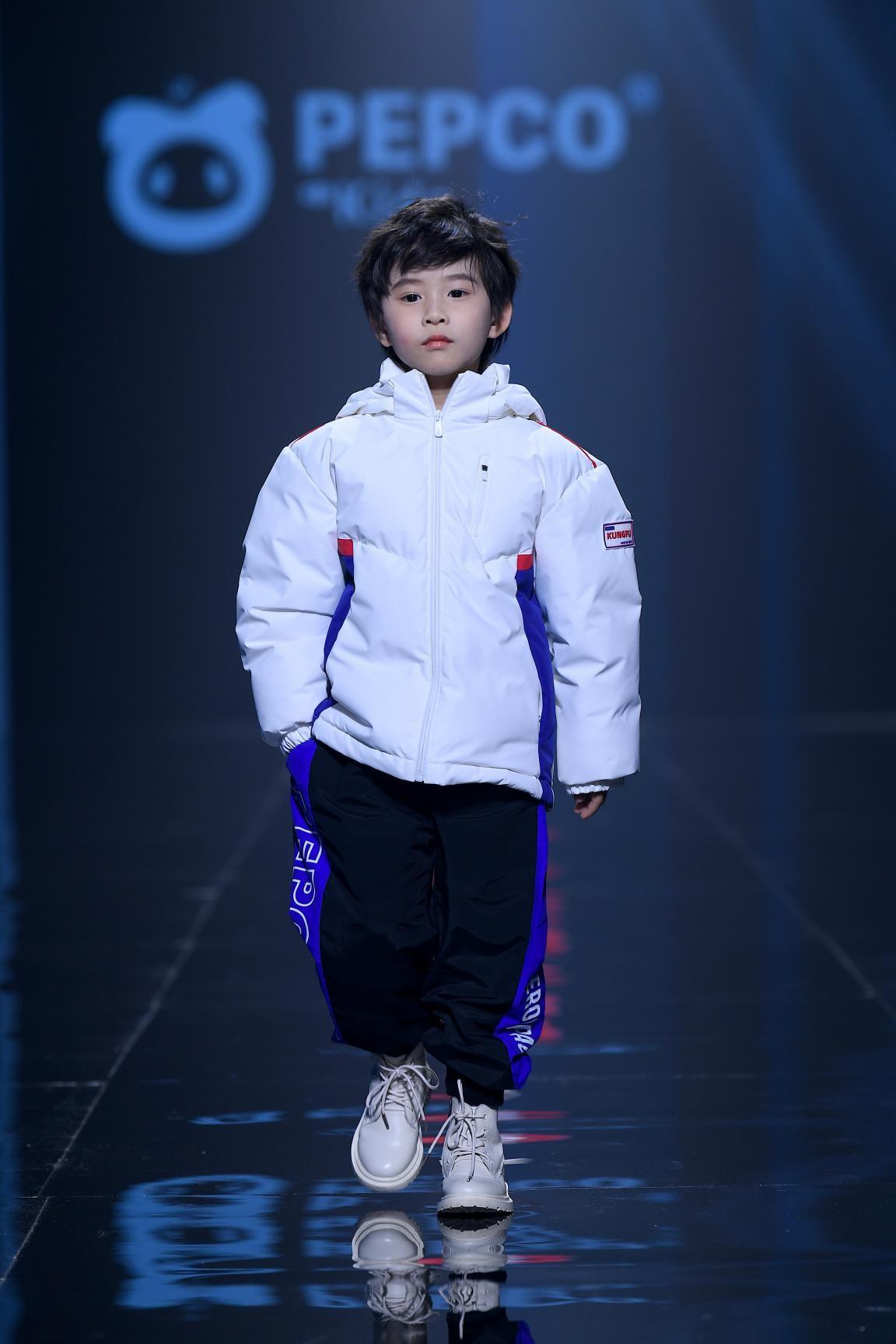 小猪班纳时尚发布会盛大开幕,品牌战略升级型潮焕新